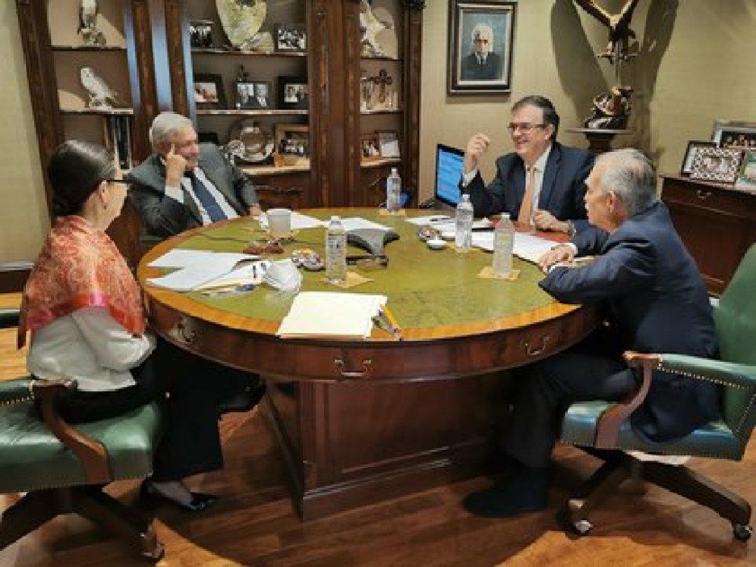 AMLO se comunicó con el presidente de EUU Joe Biden en presencia del empresario Alfonso Romo y miembros de su gabinete (Foto: Twitter@lopezobrador_)