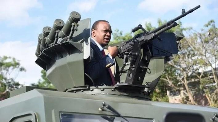 Uhuru Kenyatta, presidente de Kenia, en un vehículo blindado fabricado por Norinco (The Standard)