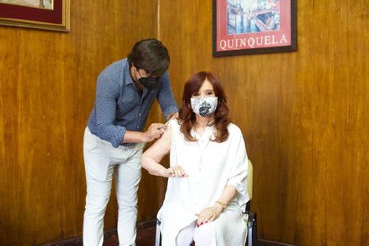 25/01/2021 La vicepresidenta de Argentina, Cristina Fernández..  La vicepresidenta de Argentina, Cristina Fernández, ha recibido este domingo la primera dosis de la vacuna rusa Sputnik V contra el coronavirus en un hospital de Avellaneda, en la provincia de Buenos Aires.  POLITICA SUDAMÉRICA INTERNACIONAL ARGENTINA LATINOAMÉRICA CRISTINA KIRCHNER / TWITTER