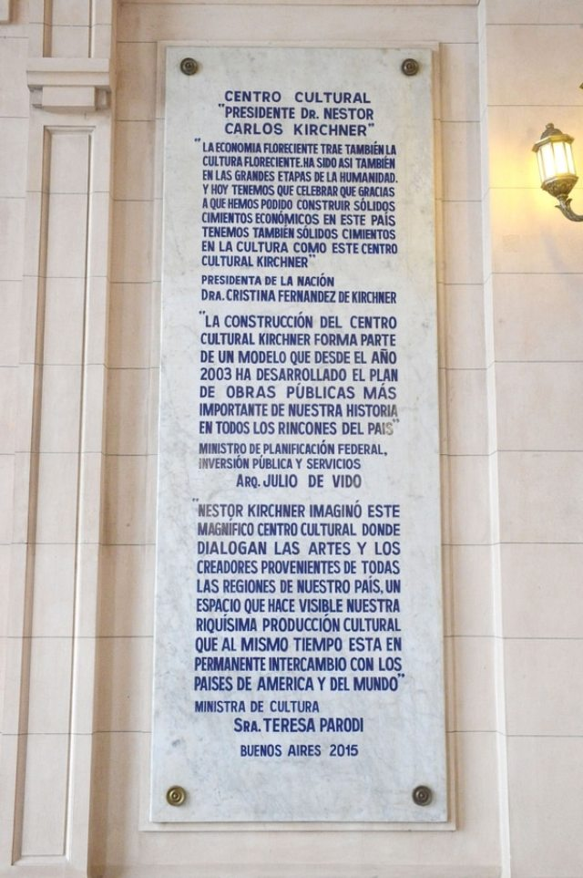 """Homenaje al """"plan de obras públicas más importante de nuestra historia en todos los rincones del país""""."""