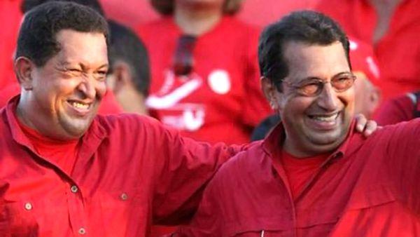 Adán, junto a su hermano Hugo Chávez