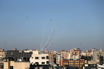 Misiles lanzados por palestinos hacia Israel (Reuters)