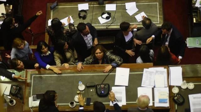 La primera vez que la oposición pidió levantar la sesión, que la presidía Luis Petri (Manuel Cortina)