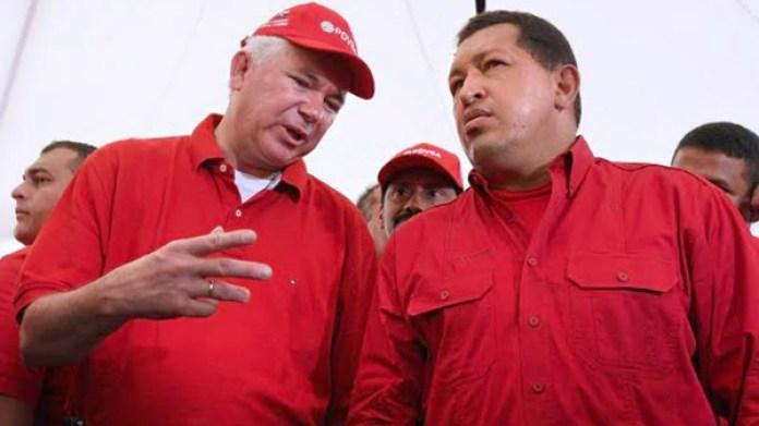 Rafael Ramírez , entonces ministro de Petróleo y Minería, juntoaHugo Chávez