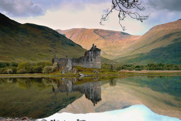 Escocia tiene muchos tesoros amontonados en su territorio compacto: grandes cielos, arquitectura antigua, vida salvaje espectacular, excelentes mariscos y personas hospitalarias y con los pies en la tierra