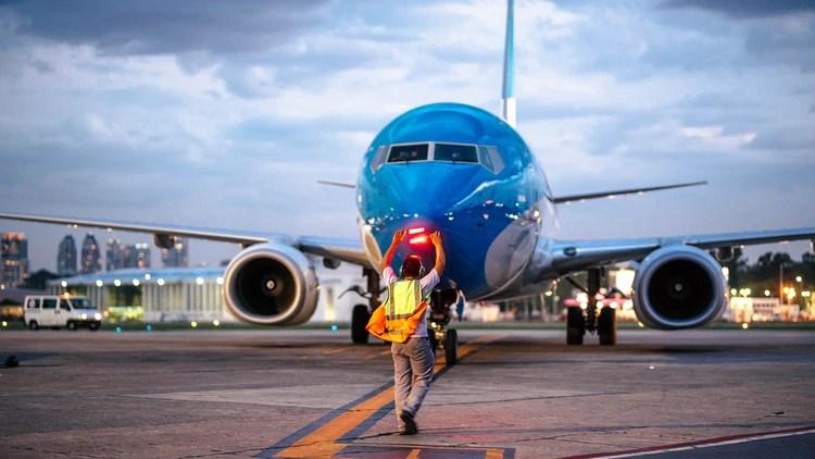 El sistema de ventilación de los aviones permite mantener la calidad y sanidad del aire por la disposición de los asientos, que actúan como barreras y evitan el contacto cara a cara
