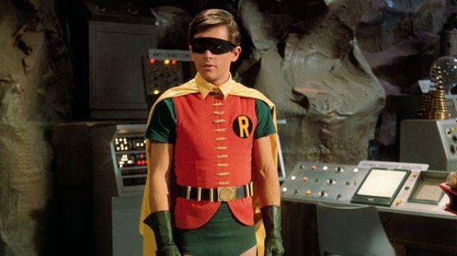 Burt grabó su primer capítulo como Robin a los 20 años, tenía 17 menos que Adam West