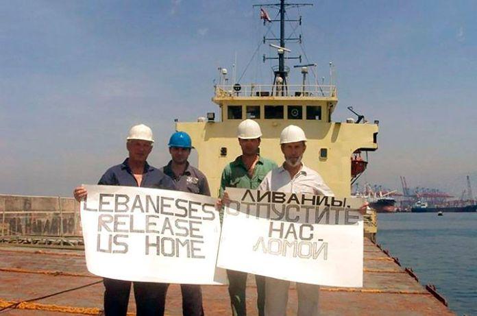 La tripulación del Rhosus cuando fueron abandonados por Igor Grechushkin, dueño del buque carguero, y las autoridades libanesas no permitían que regresaran a su país (The Siberian Times)