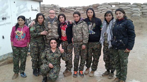 Taylor con compañeras de las Unidades de Protección a Mujeres