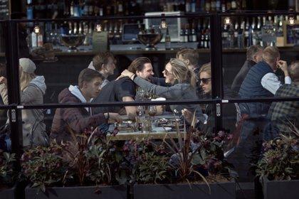 Suecia ha seguido un modelo laxo de restricciones basado en la responsabilidad individual (AP Foto/Andrés Kudacki)