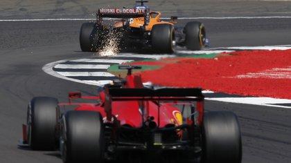 Vettel habló con el equipo mientras corría por detrás de Sainz - REUTERS