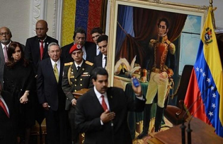 Cristina Kirchner y Raúl Castro en la jura de Maduro