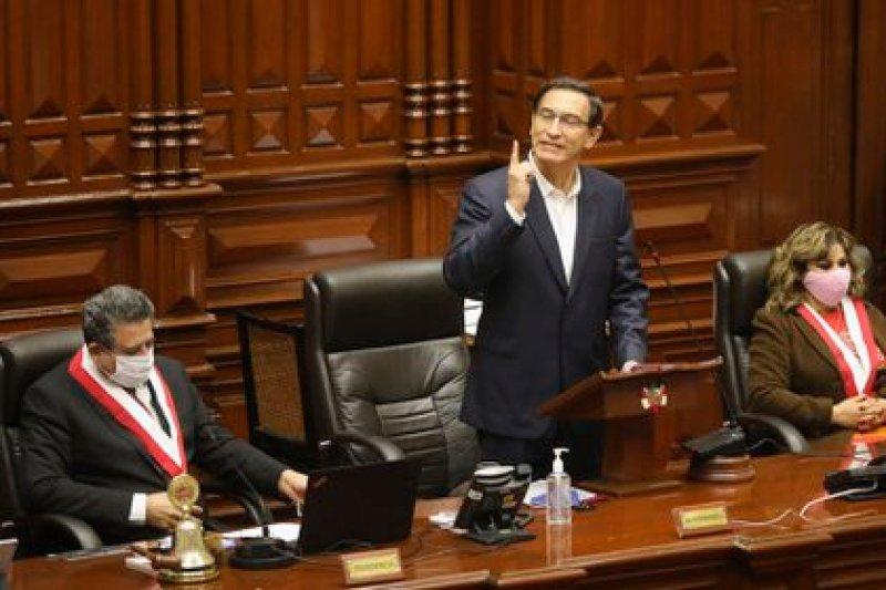 Tribunal confirma que el ex presidente peruano Vizcarra seguirá en libertad
