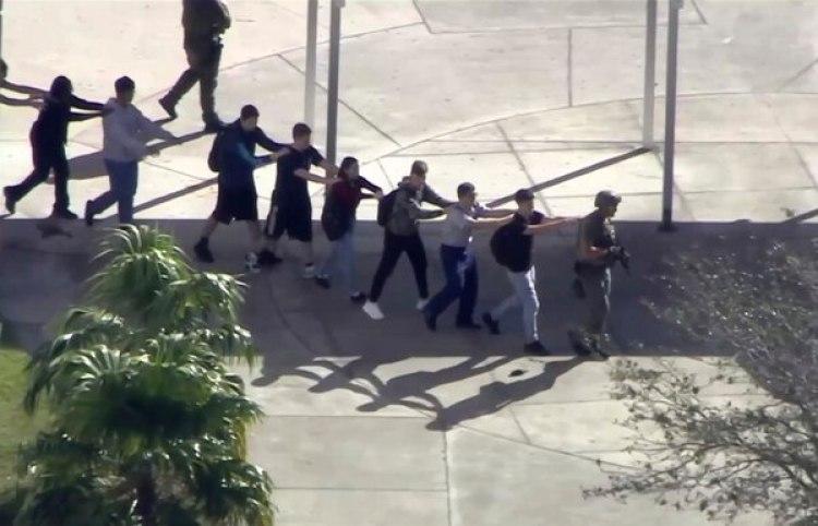 Así evacuaron a los estudiantes (AP)