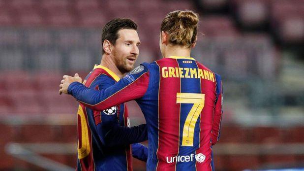 Foto de archivo del delantero del Barcelona Lionel Messi celebrando con Antoine Griezmann tras marcar ante Dínamo de Kiev por la Champions League.