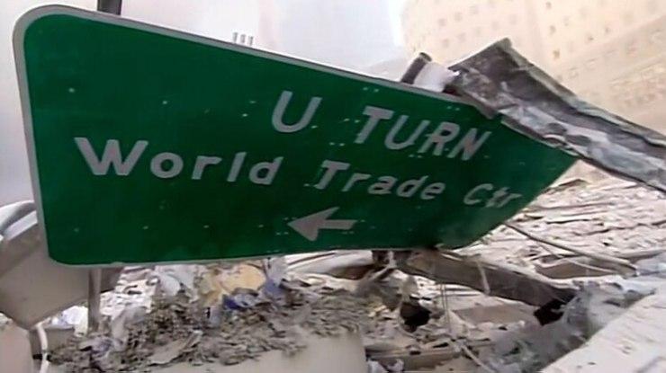 En los minutos posteriores a la primera explosión, los civiles y cuerpos de rescate no sabían con exactitud qué había ocurrido. Algunos creían que había colapsado un edificio (Foto: captura de pantalla video CBS/Mark LaGanga)