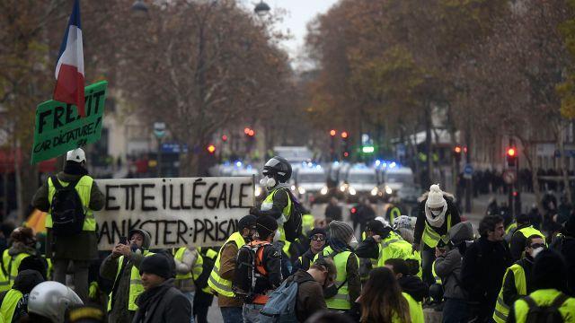 Protestas de los chalecos amarillos en París en contra del Presidente Macron. (Lucas BARIOULET / AFP)