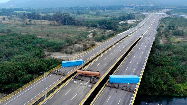 El régimen chavista bloqueó el paso fronterizo con Colombia(Foto por EDINSON ESTUPINAN / AFP)