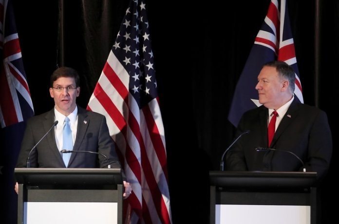 Mark Esper y Mike Pompeo, en Australia (Reuters)