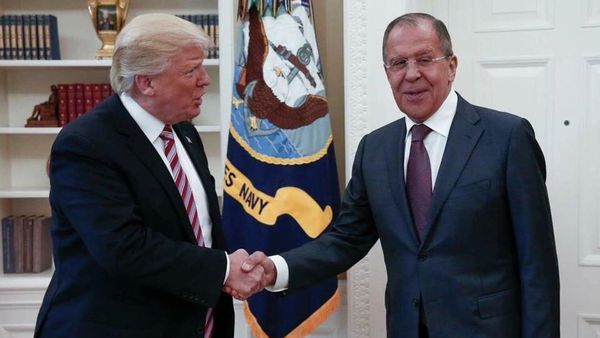 Donald Trump junto al canciller ruso Sergei Lavrov (AP)