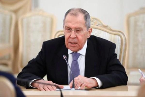 El ministro de Relaciones Exteriores de Rusia, Serguéi Lavrov durante una reunión en Moscú el 18 de febrero pasado. Él es quien comanda todas las embajadas rusas alrededor del mundo (Reuters)