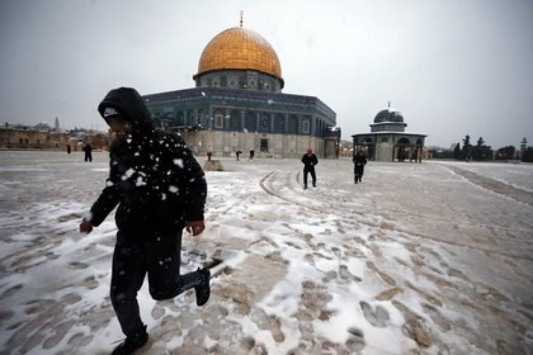 People play next to the Dome of the Rock in the complex known to Jews as the Temple Mount and to Muslims as the Noble Sanctuary on a snowy morning in Jerusalem's Old City on February 18, 2021. REUTERS / Ammar awad