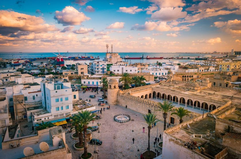 Con la reciente llegada de marcas de hoteles de lujo, los visitantes están regresando lenta pero seguramente a este atractivo país del norte de África