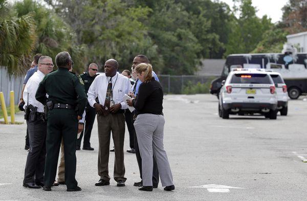Autoridades presentes en la escena del crimen(AP Photo/John Raoux)
