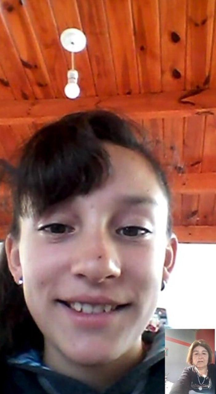 Con conexión en casa hace videollamada con su maestra, Sandra