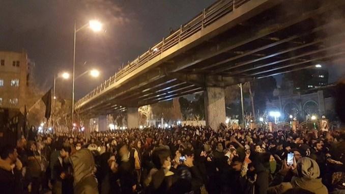 Los iraníes exigieron que se enjuicie a los