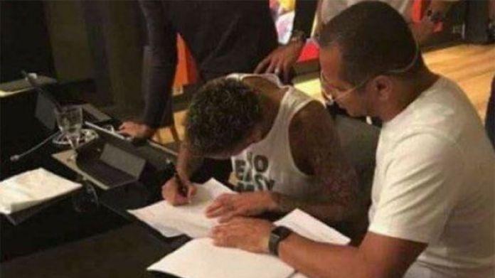 Neymar firmó contrato por cinco años