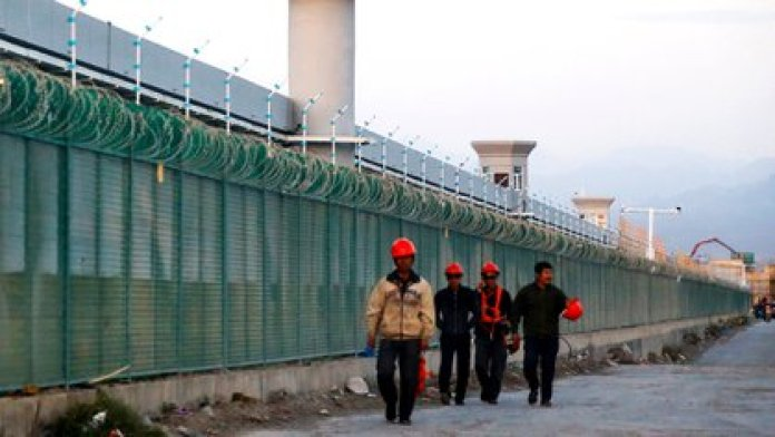 "Un ""centro de educación vocacional"" montado por Beijing para controlar a la población musulmana en Xinjiang (REUTERS/Thomas Peter/Archivo)"