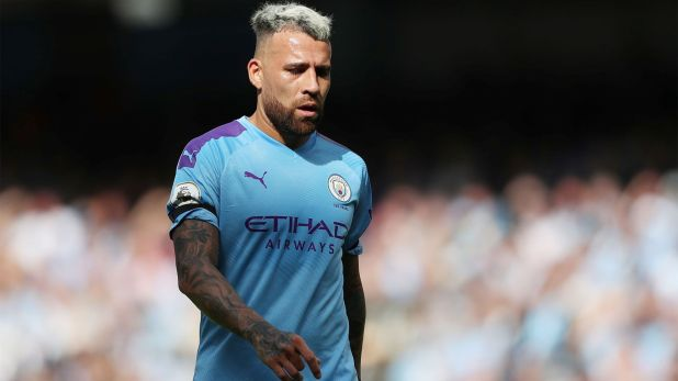 Nicolás Otamendi, con la cabeza en el Manchester City (Reuters/Lee Smith)