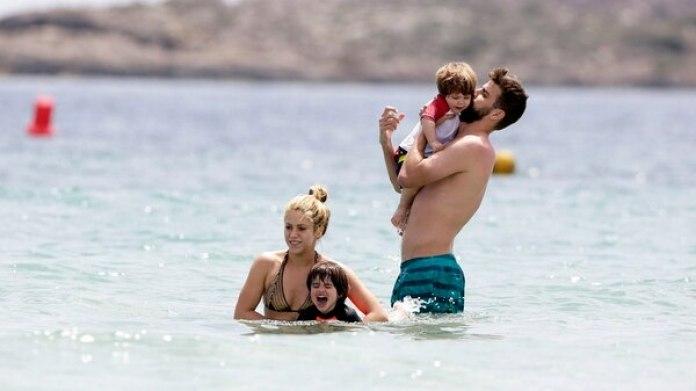 Shakira , Piqué y sus dos hijos