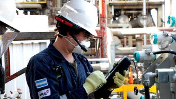 La petrolera usa para conecta su refinería de Campana con técnicos y plantas de todo el mundo