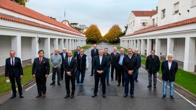 Alberto Fernández, Martín Guzmán, la CGT y los empresarios más importantes de la Argentina que llegaron a la quinta de Olivos para respaldar la negociación de la deuda externa