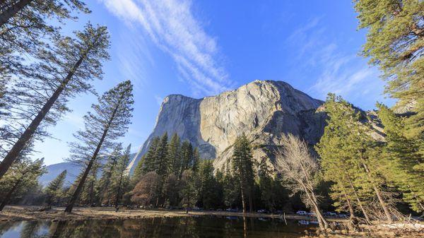 La cima de El Capitán, una formación monumental del Parque nacional de Yosemite en California, se eleva a 2307 metros sobre el nivel del mar (iStock)