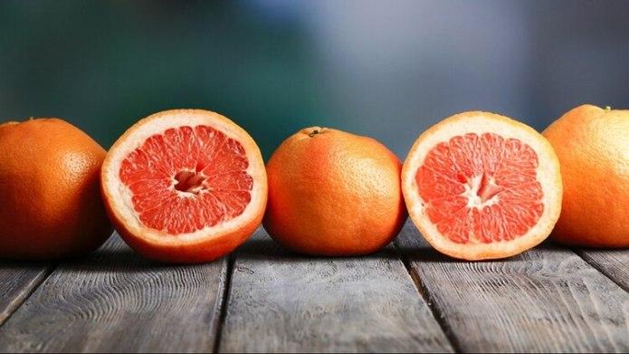 Elmero consumo de un vaso de jugo de pomelo afecta gravemente la metabolización de muchos fármacos comunes o cruciales para la vida.(Shutterstock)