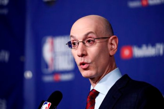 En la imagen, el comisionado de la NBA, Adam Silver (EFE/Larry W. Smith)