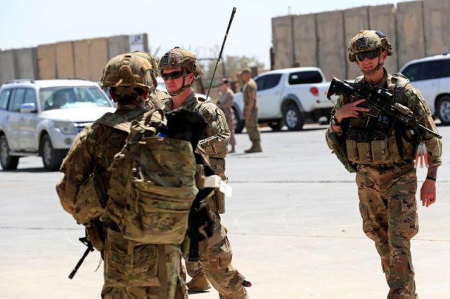 Imagen de archivo de soldados estadounidenses durante la ceremonia de traspaso de la base militar Taji, que estaba bajo control de tropas de la coalición liderada por Washington, a fuerzas de seguridad iraquíes, en el norte de Bagdad, Irak. 23 de agosto, 2020. REUTERS/Thaier Al-Sudani