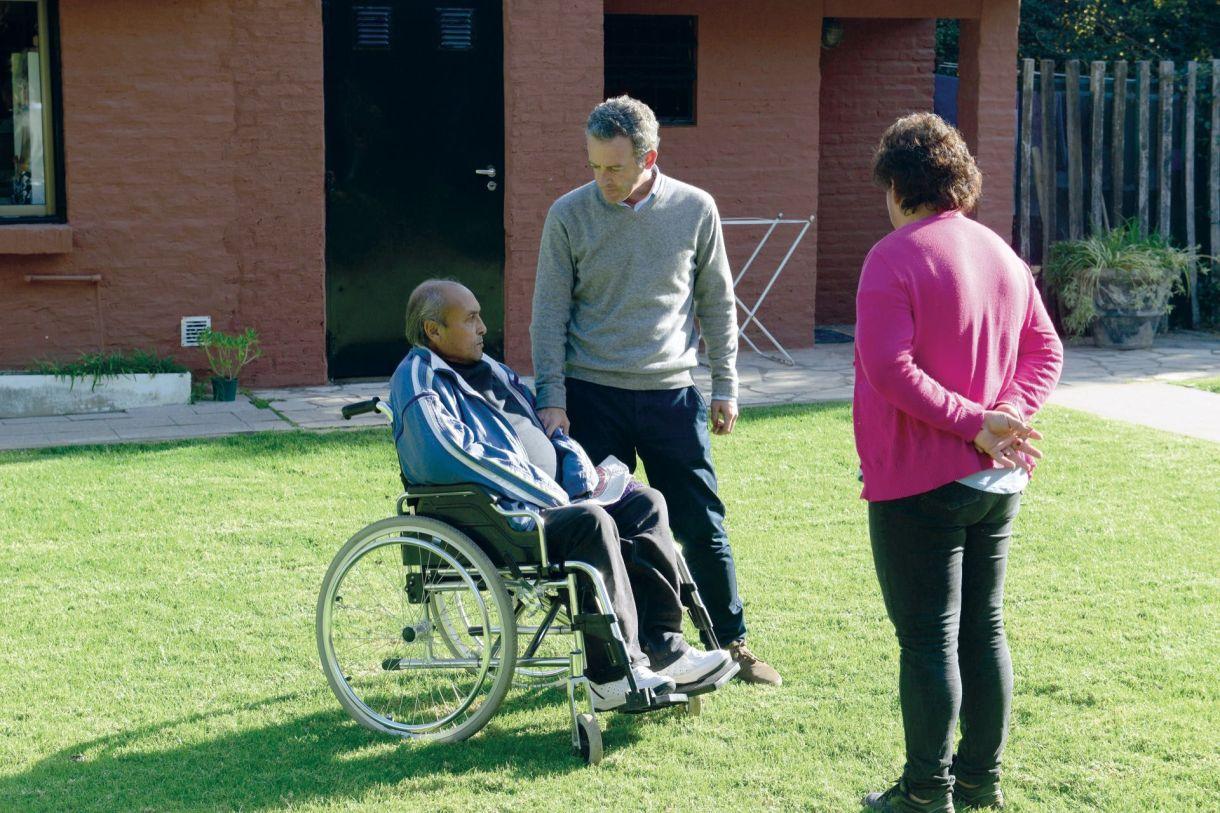 Voluntarios y profesionales tienen un trato muy cercanocon los huéspedes y sus familiares.