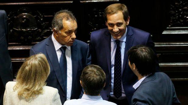 Invitados a la jura de Kicillof. Daniel Scioli, designado embajador en Brasil, y Julio Garro, intendente de La Plata (Nicolás Aboaf)