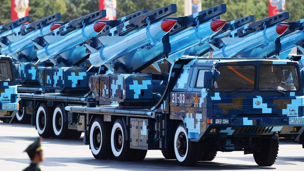 Misiles chinos durante un desfile (Getty Images)