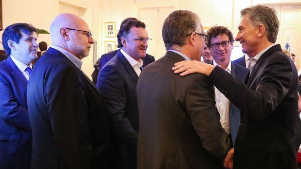 Migoya y otros empresarios saludan a Macri el día que se aprobó la ley de Economía del Conocimiento (Prensa Presidencia)