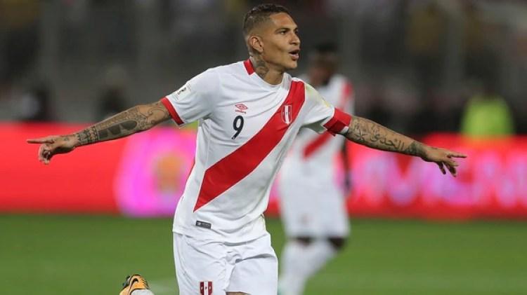 Paolo Guerrero tiene la esperanza de jugar el Mundial con la selección de Perú(Getty Images)