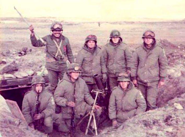 Medico-y-soldado-de-Malvinas