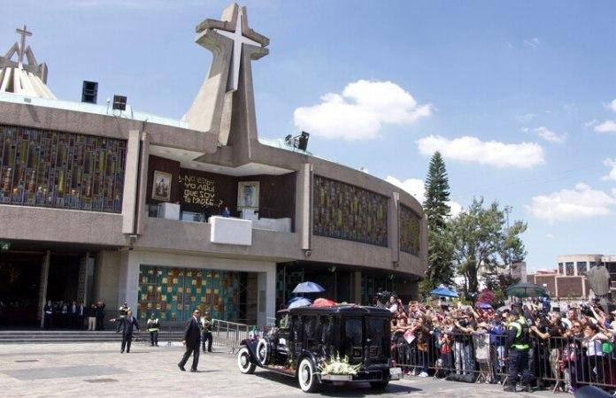La llegada de los restos del cantante a la Basílica de Guadalupe (Foto: Cuartoscuro)