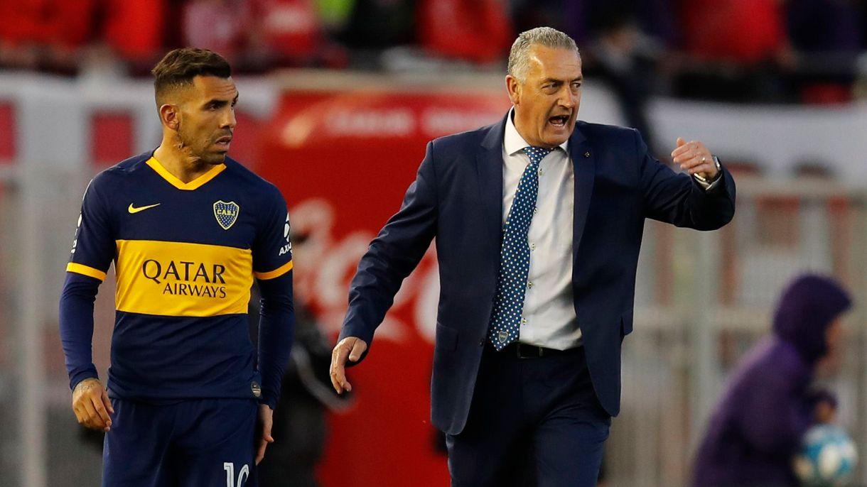 Carlos tevez fue suplente e ingresó para jugar los últimos 15 minutos(AP)