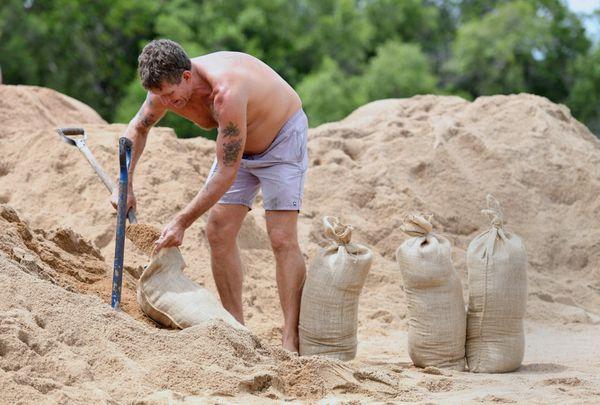 Los australianos se prepararon para la llegada del ciclón (Reuters)
