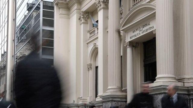 Los ojos estarán puestos en la renovación de Lebacs y cuánto del excedente se trasladará al dólar (AFP)